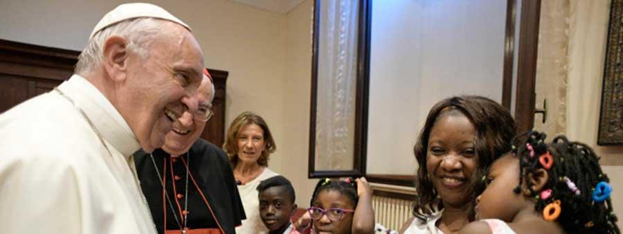 Le pape et les migrants : de quoi se mêle l'Église ?