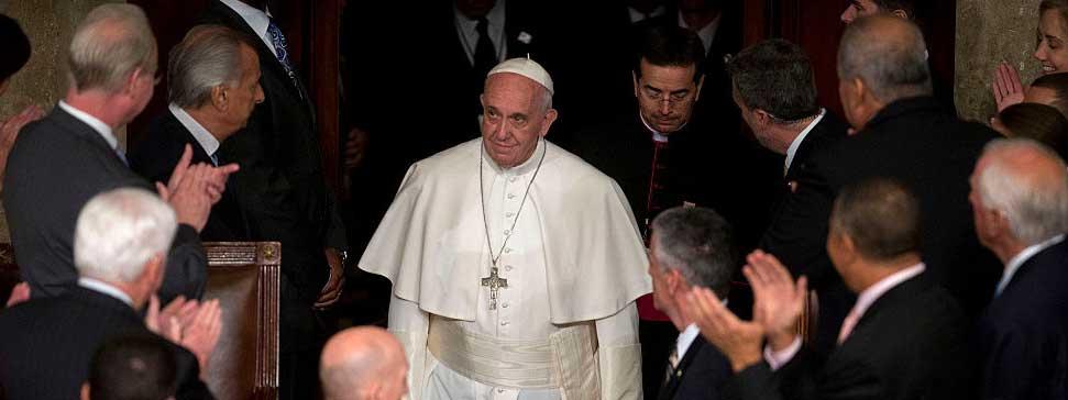 Pape François : « Il nous faut réhabiliter la dignité de la politique »